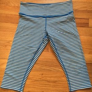 Rare Lululemon Blue Striped WunderUnder Crop sz 6